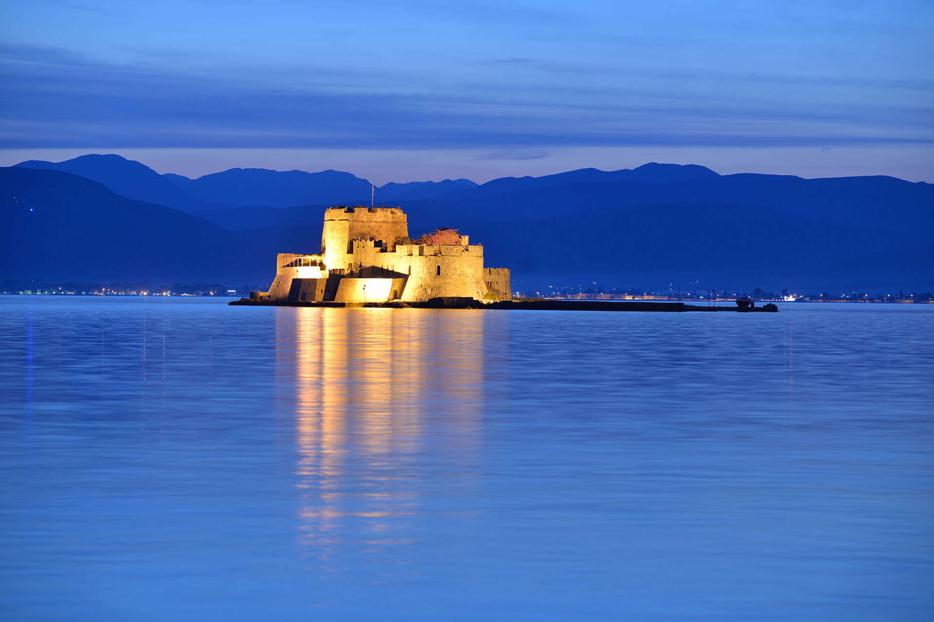 a photo of a evening shot of a castle in the sea, Bourtzi,Nafplio